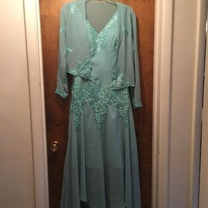 Never worn. Elegant Mother of the bride dress.